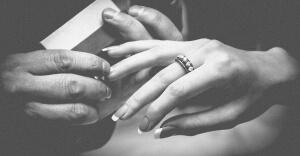 hands-771669_1280